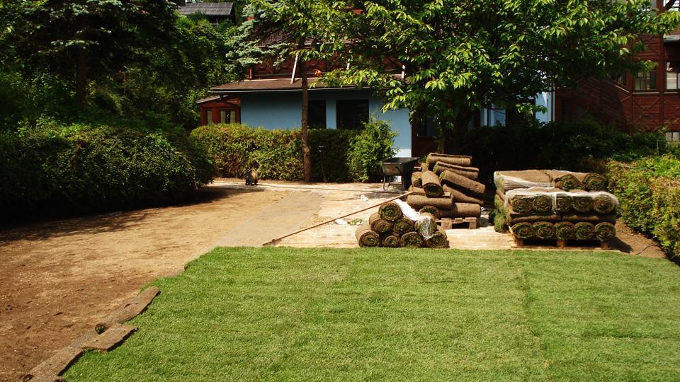 Rollrasen Garten